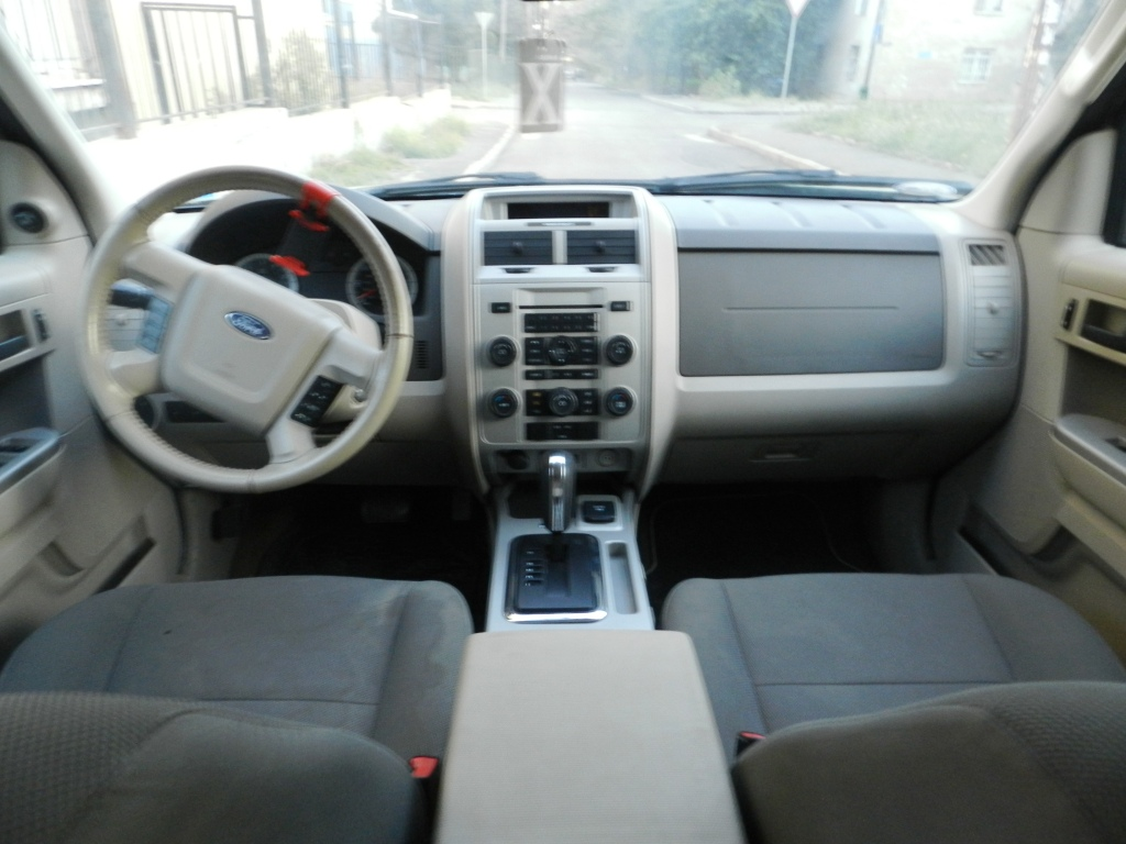 4WD Crossover Ford Escape Hybrid